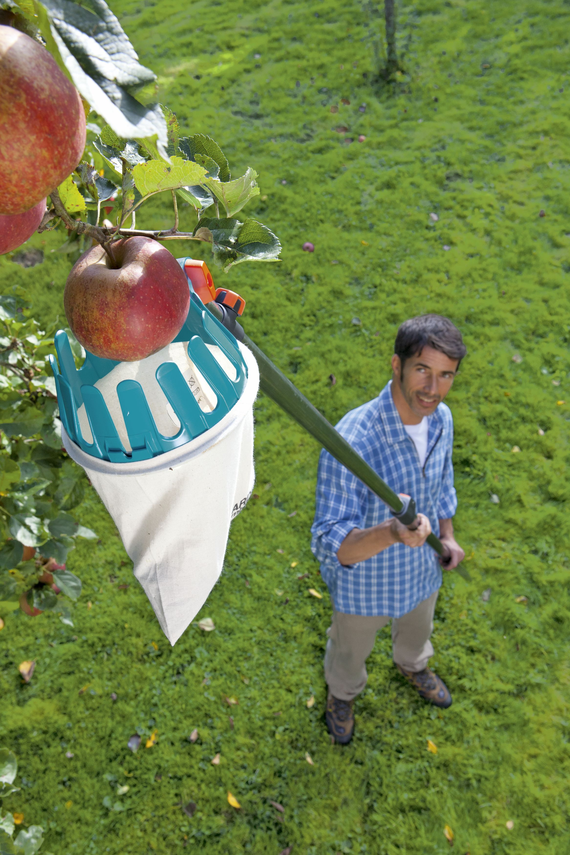GD-0086 (3110-20 Gardena combisystem Fruit Picker) lifestyle image 2