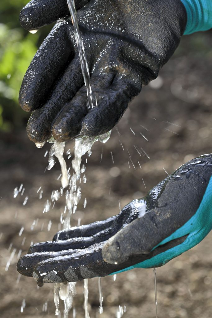 205-20-Gardena-Gloves-Planting2