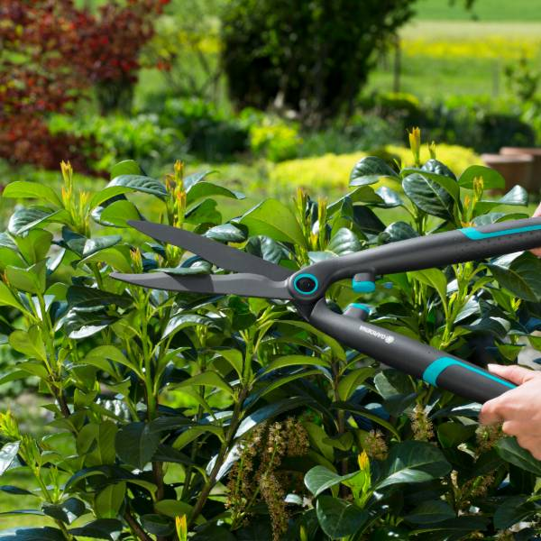 12301-20 (Gardena EasyCut Hedge Clippers) LS PIC (2)