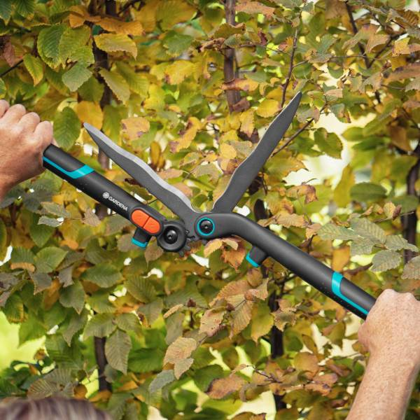 12303-20 (Gardena 2-in-1 EnergyCut Hedge Clipper) LS PIC (1)