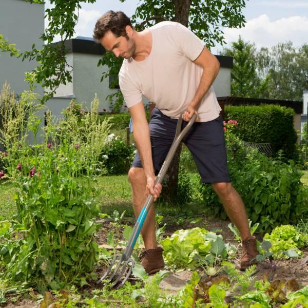 17002-20 (Gardena NatureLine Spading Fork) Lifestyle Pic (12)
