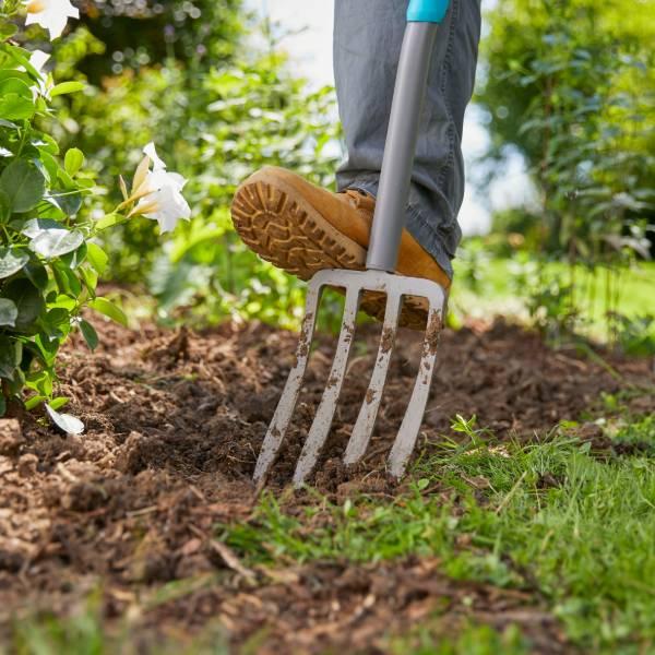 17013-20 (Gardena ErgoLine Spading Fork) LS PIC (1)