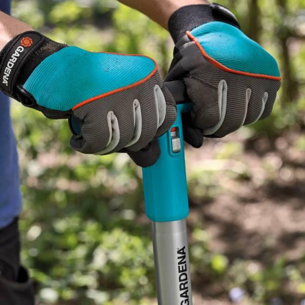 214-20 (Gardena Gloves Tool Size 9L) Lifestyle Pic (6)