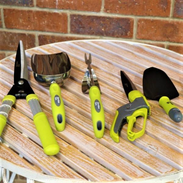 70063497 - Garden Tools Set