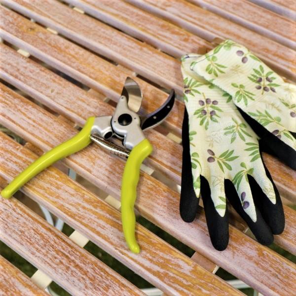70063499 - Adjust Handle Bypass Pruner With Garden Gloves