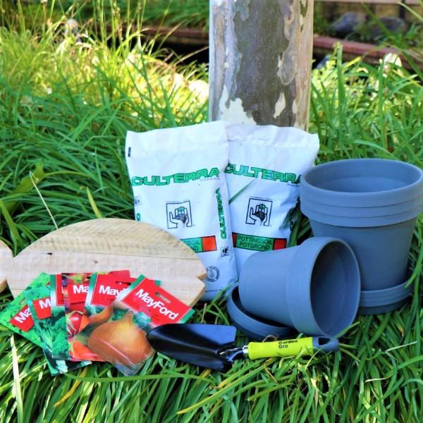70063910 - Set of 3 Sebor 15cm pots & 20cm Pot Kalahari with Potting Soil , Mayford Seeds, Fish Shaped wooden Board And Garden Trowel