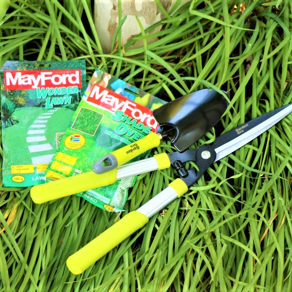 70063901 - Hedge Shear and Garden trowel with Mayford seeds (3)