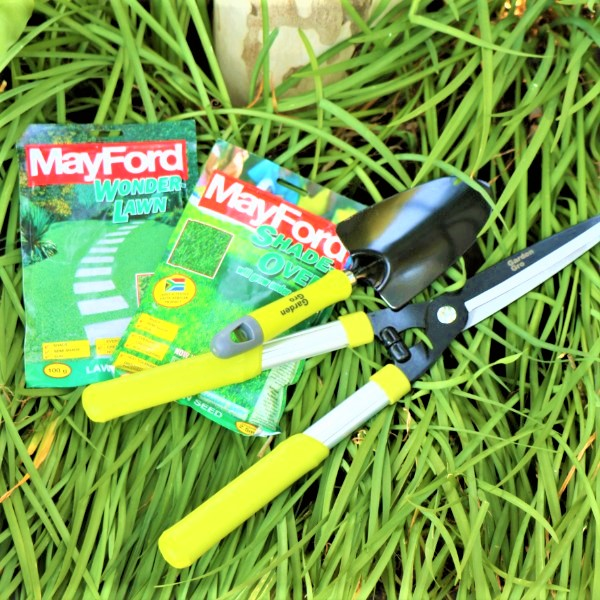 70063901 - Hedge Shear and Garden trowel with Mayford seeds