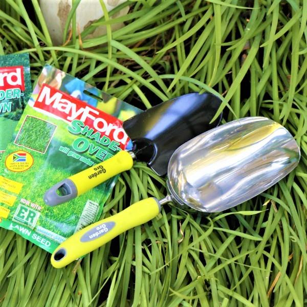 70063902 - Garden trowel with Garden Scoop and Mayford seeds