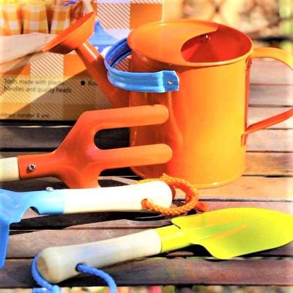 70060811 - Childrens Gardening Set (2)